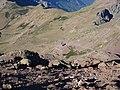 Vue plongeante sur le Refuge de Ciuttulu di i Mori (1991 m), dans la montée vers le sommet de la Paglia Orba (2525 m) par les Cheminées de Fuciale.jpeg
