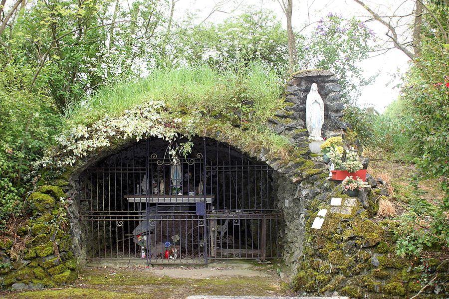 Réplique de grotte de Lourdes, Fr-49-Saint-Macaire-en-Mauges.