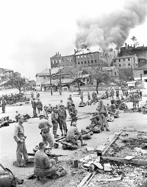 File:WAR IN KOREA- A tobacco warehouse goes up in flames in central Inchon, as U.S. Marines of the 1st Div wait for further orders to move on, during the drive of the U.S. forces against the North Korean enemy 111-SC-348595.jpg