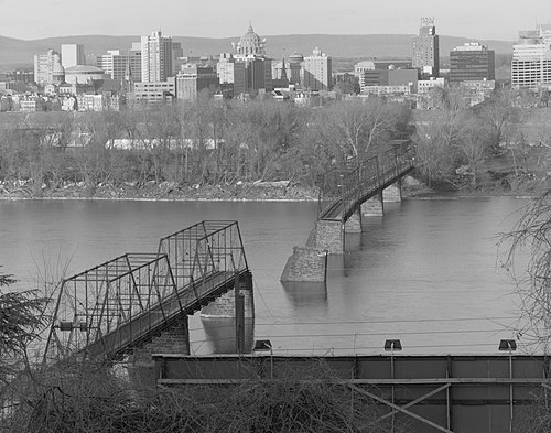 Western span of the Walnut Street Bridge crossing the Susquehanna River, after it collapsed during the 1996 flood. Walnut street br1.jpg