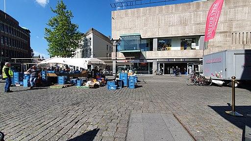Warenmarkt in 's-Hertogenbosch op Woensdag tijdens covid19
