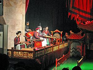 Music of Vietnam - Chèo orchestra accompanies the performance of water puppetry