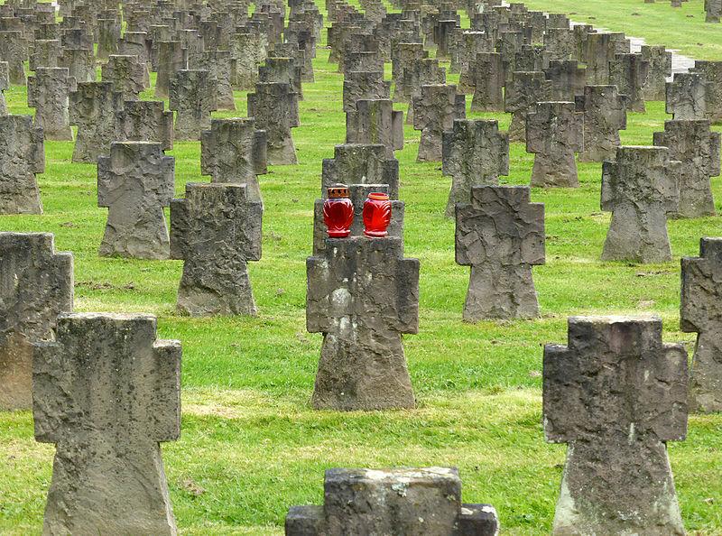 File:Westfriedhof Köln, Gräberfeld der Kriegsopfer (2).jpg