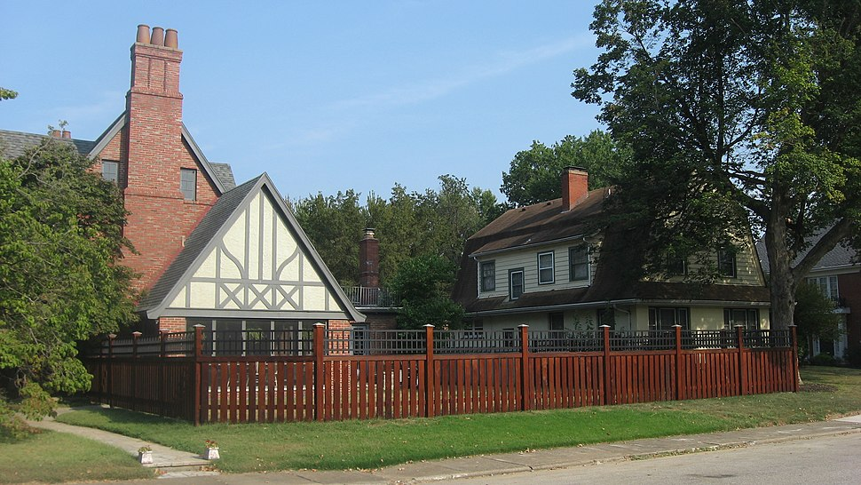 Willow Road in the Lincolnshire Historic District