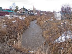 Yeltsovka river in the Nakhalovka.jpg