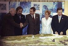 Zapatero durante la presentación del proyecto de la Expo Zaragoza 2008.jpg
