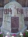 Zbraslavské náměstí, pomník, detail desky a letopočty.jpg