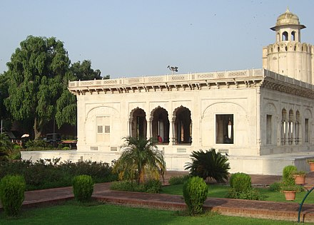 The marble Hazuri Bagh Baradari was built in 1818 to celebrate Ranjit Singh's acquisition of the Koh-i-Noor diamond. 'By @ibneAzhar'-Hazuri Bagh-Lahore-Pakistan (10).JPG
