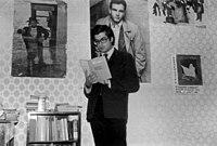 §Bellezza, Dario (1944-1996) mentre legge --Invettive e licenze-- Foto di Massimo Consoli.jpg