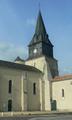 Église Saint-Romain de Curzon (vue 2 de la place de la Mairie).png