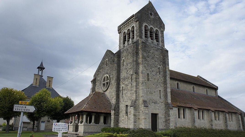 Église et mairie de st-Hilaire le grand.
