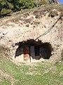 Բնակելի քարայր Հին Խնձորեսկի Թելունց թաղ կոչվող տարածքում.jpg