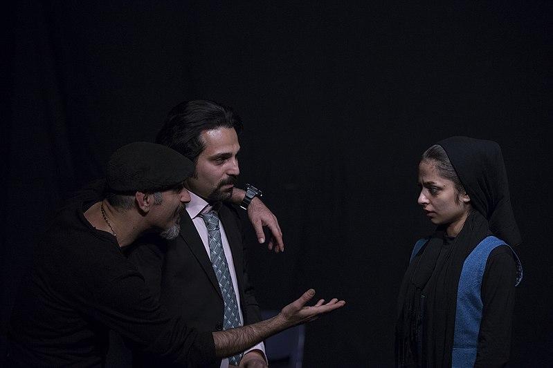 File:تئاتر باغ وحش شیشه ای به کارگردانی محمد حسینی در قم به روی صحنه رفت - عکاس- مصطفی معراجی 31.jpg