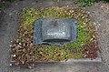 - es ist schon danach - Grabmal für den Bildhauer Hans-Jürgen Breuste 21.05.1933-28.01.2012, Neuer St. Nikolai Friedhof in Hannover-Nordstadt, Detail 02.jpg