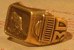MIT class ring - Image: 1930MITRing Shank