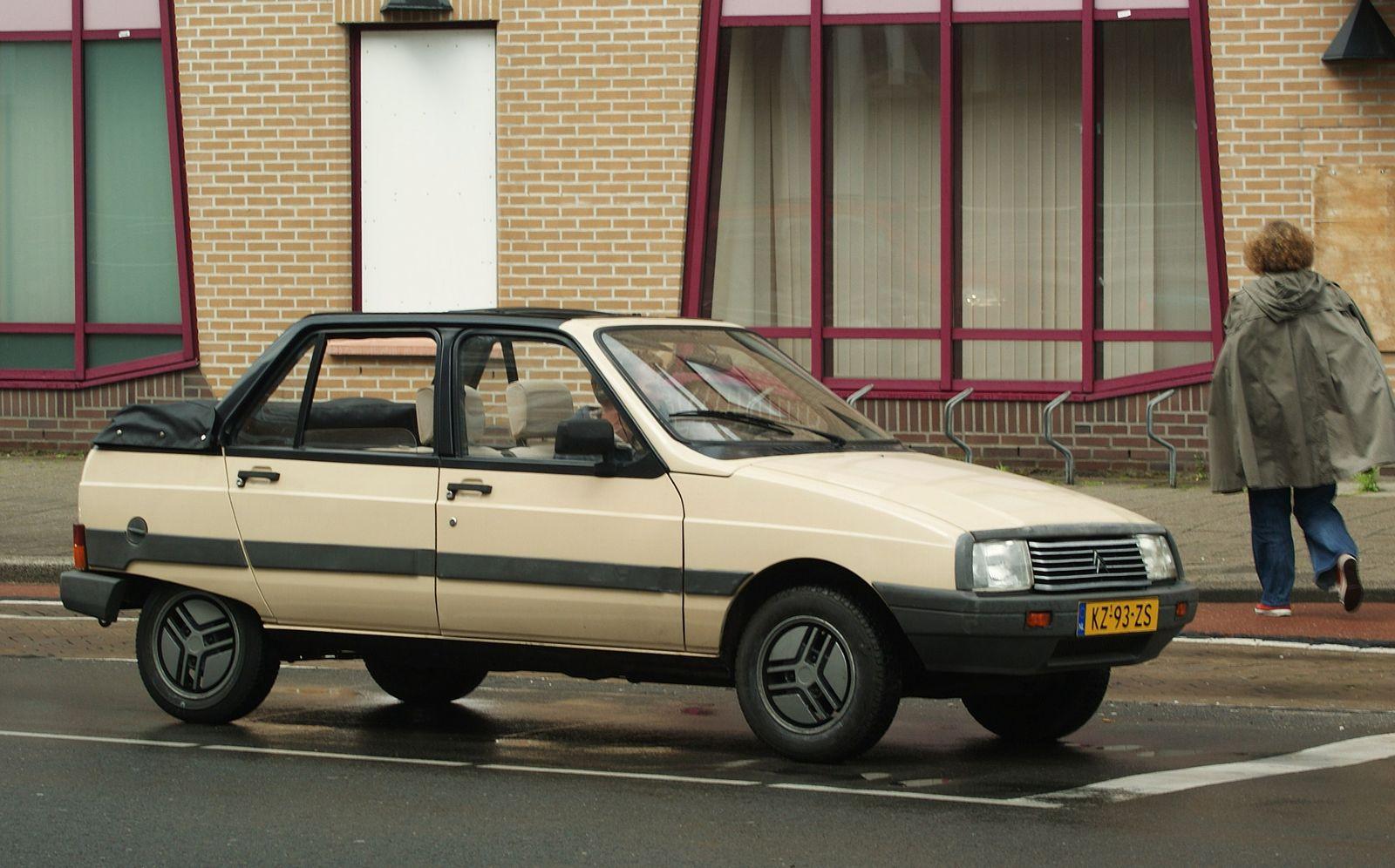 2019 - [Citroën] 19_19 - Page 2 1600px-1984_Citroën_Visa_11_RE_Décapotable_%288880299965%29