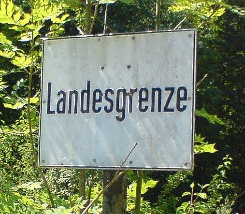 File:2011.07.09 Landesgrenze Bayern.JPG