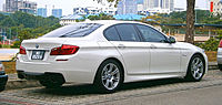 2015 BMW 528i (5 Series, F10) M Sport 4-door sedan (19734753872).jpg