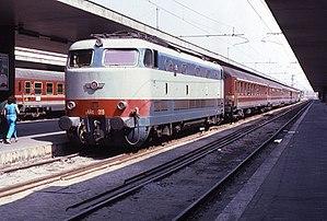 FS Class E.444 - An E.444 in Bari Centrale station in 1995.