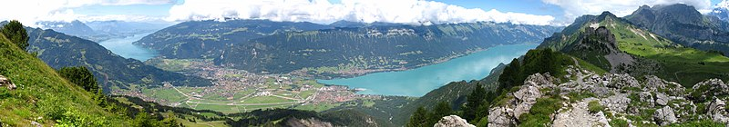 Dosiero:5824-5828 - Schynige Platte - View over Brienzersee.jpg
