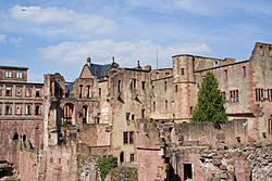 A part of the Heidelberg castle ruins (Laenulfean).jpg