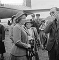 Aankomst Prinses Beatrix en Prinses Irene op Schiphol uit USA en Canada, Bestanddeelnr 905-9208.jpg