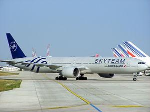 Air France Boeing 777-328ER F-GZNE Skyteam livery @ Paris CDG.jpg