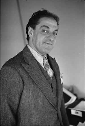 Albert Mayer (planner) - Mayer photographed by Carl Mydans, 1936