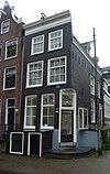 foto van Hoekhuis waarvan de voorgevel is verbouwd
