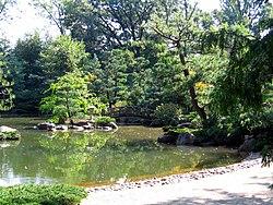 uno de los estanques de los jardines japoneses anderson