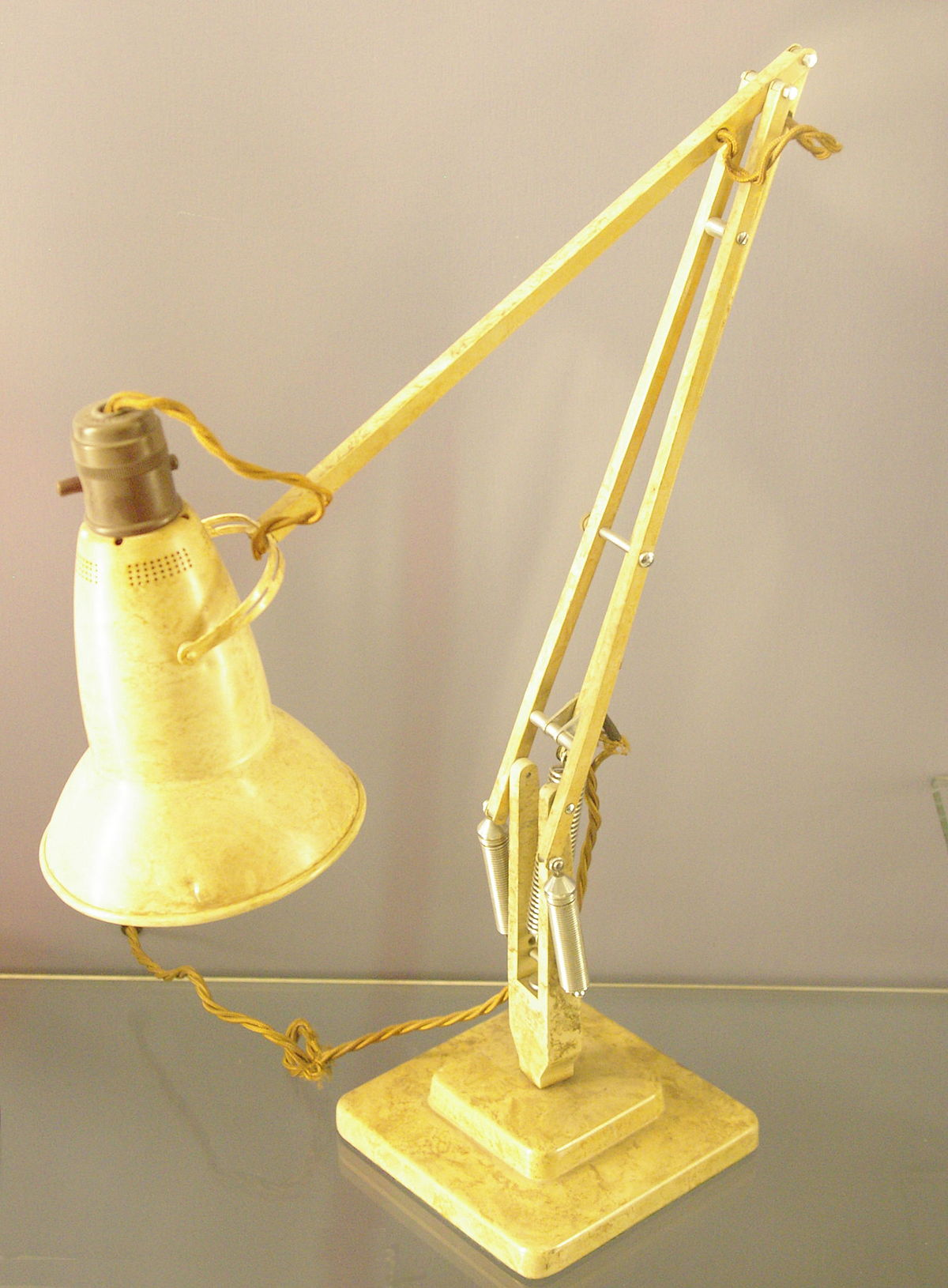 Balanced-arm lamp - Wikipedia