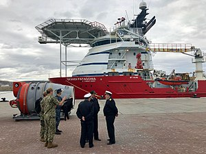 ARA San Juan (S-42) - Argentine and US sailors in front of the Subsea Construction Support Vessel Skandi Patagonia