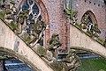 Arnhem - luchtboogbeelden aan de Eusebiuskerk van Eduard van Kuilenburg.jpg