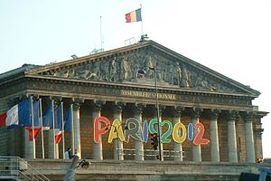 Paris bid for the 2012 Summer Olympics - The logo of the Paris 2012 bid on the front of the Assemblée Nationale in Paris.