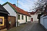 Fil:Bägaren 6 Klintgränd 6 Visby Gotland.jpg