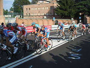 The peloton during the race