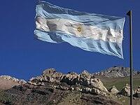 Bandera de Argentina en los Andes.jpg
