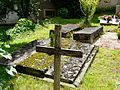 Beauregard-et-Bassac cimetière Bassac tombes (3).JPG