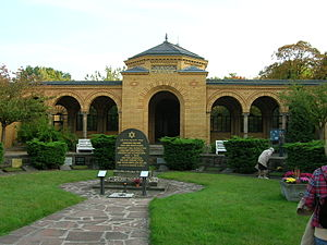 Weißensee cemetery - Entrance building.
