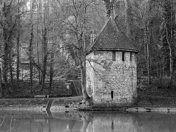 Bern, Blutturm an der Aare.jpg