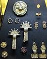 Bijoux de la necropole de trivieres 1.jpg