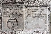Bolesławiec Kościół Matki Bożej Różańcowej Zespół epitafiów pastorów 02a.JPG
