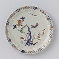 Bord, het plat beschilderd met bloeiende takken en vogels.jpeg