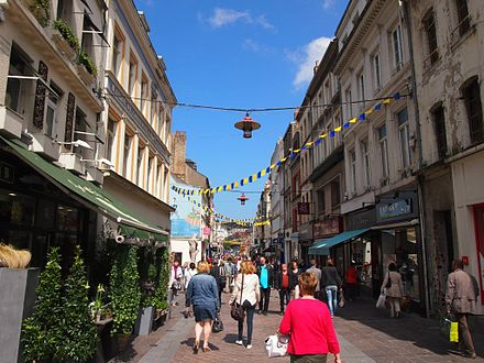Pedestrian street in the city centre. Boulognesurmer centreville thiers.jpg