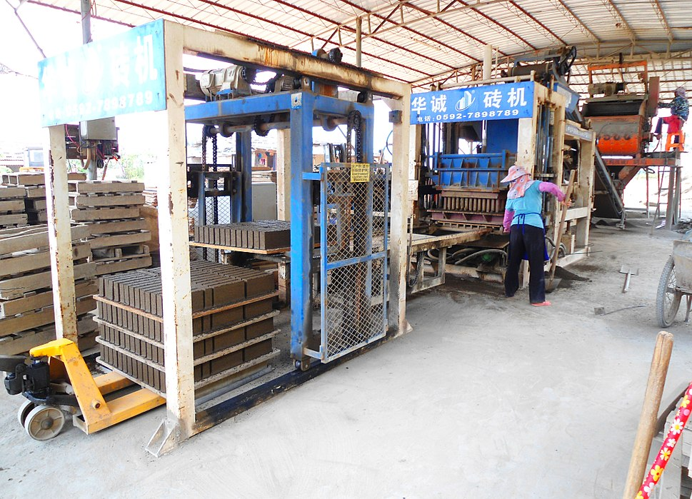 Brickworks in Hainan - cement vessel, maker, stacker 01