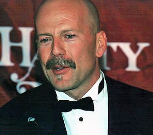 English: Bruce Willis at a ceremony after he w...