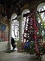 Bucuresti, Romania. Biserica Sfantul Gheorghe Nou. Bradul de Craciun in pridvor. Decembrie 2017.jpg