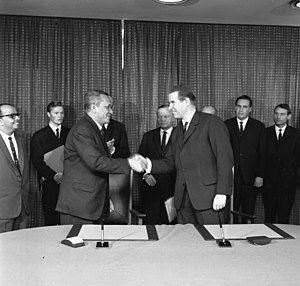 Abdul Hamid bin Haji Jumat - Abdul Hamid as Ambassador of Malaysia to the Federal Republic of Germany during the signing of a capital assistance agreement at German Federal Foreign Office, Bonn.