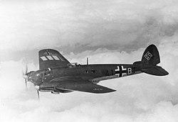 Bundesarchiv Bild 101I-343-0694-21, Belgien-Frankreich, Flugzeug Heinkel He 111.jpg