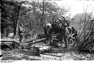 21 cm Mörser 10 - Image: Bundesarchiv Bild 104 0145, Argonnen, Haubitzenstellung